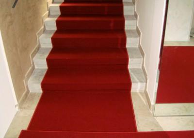 Bildergalerie roter teppichboden auf stufen - Treppen teppichfliesen ...