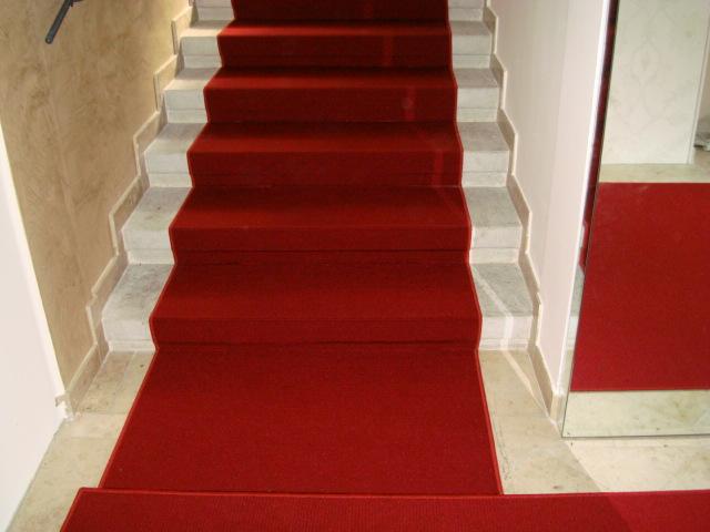 bildergalerie roter teppichboden auf stufen. Black Bedroom Furniture Sets. Home Design Ideas