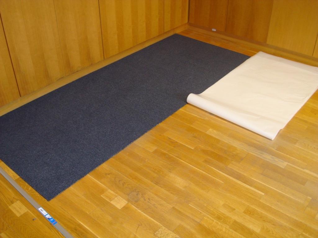 Teppich Auf Parkett Legen bildergalerie teppichfliesen auf dem parkettboden verlegen