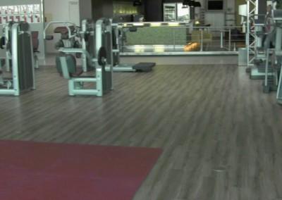 Video: Vinylboden/PVC-Bodenbelag als Planken im Fitnessstudio