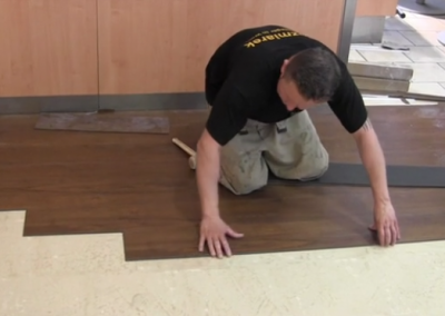 Video: Klick-PVC/Vinyl Bodenbelag auf Fliesen