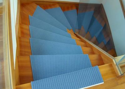 blaue-teppichstufen-05