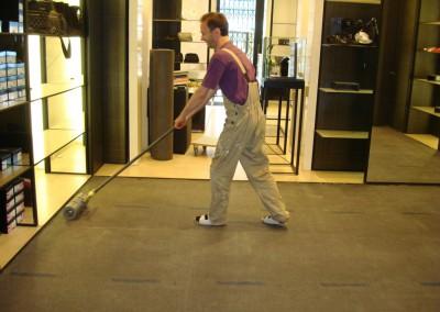 Teppich in Chanel-Shop 01: Vorbereitung des Teppichbodens für die Verlegung