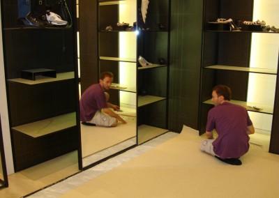 Teppich in Chanel-Shop 03: Zuschnitt des Teppichs