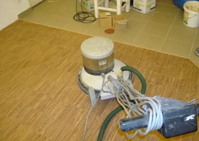 Industrieparkett (Akazie) gedämpft in der Hobby-Werkstatt verlegt und oxydativ geölt.