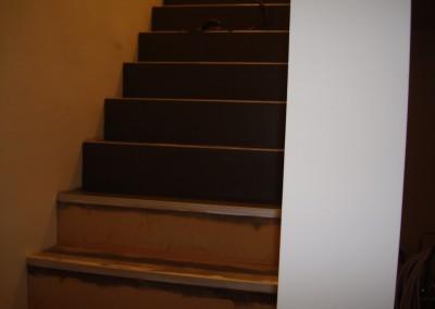 Linoleum aud Stufen 04: Verklebung des Belags