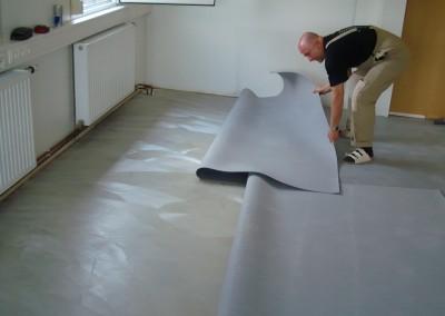 Grauer PVC-Bodenbelag 02 - Verklebung des Belags