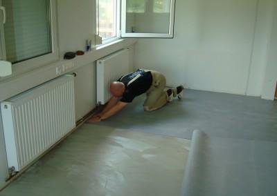 Grauer PVC-Bodenbelag