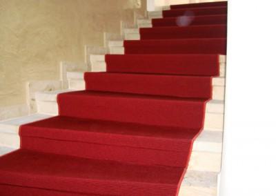Rote Teppichstufen