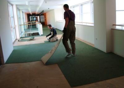 Teppich in Seniorenresidenz 05 - Anpassung der Teppichstücke