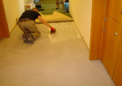 Teppich in Seniorenresidenz 07 - Auftragung des Klebers