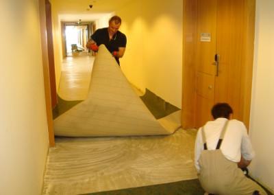 Teppich in Seniorenresidenz 08 - Verklebung der Teppichstücke