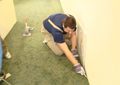 Teppich in Seniorenresidenz 10 - Zuschnitt an der Wand