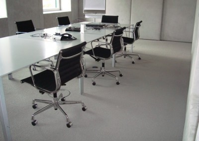 Teppichboden im Büro 07: verlegte Flächte im Konferenzraum