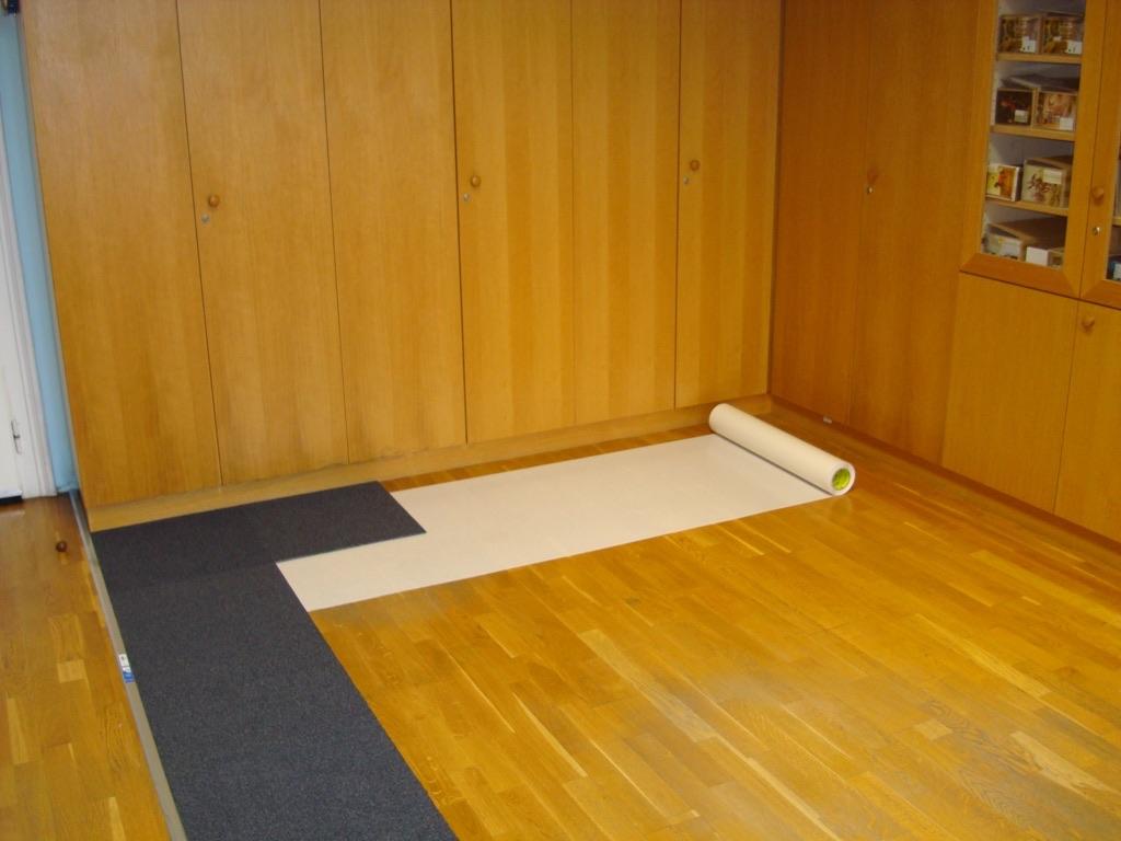 bildergalerie teppichfliesen auf dem parkettboden verlegen. Black Bedroom Furniture Sets. Home Design Ideas