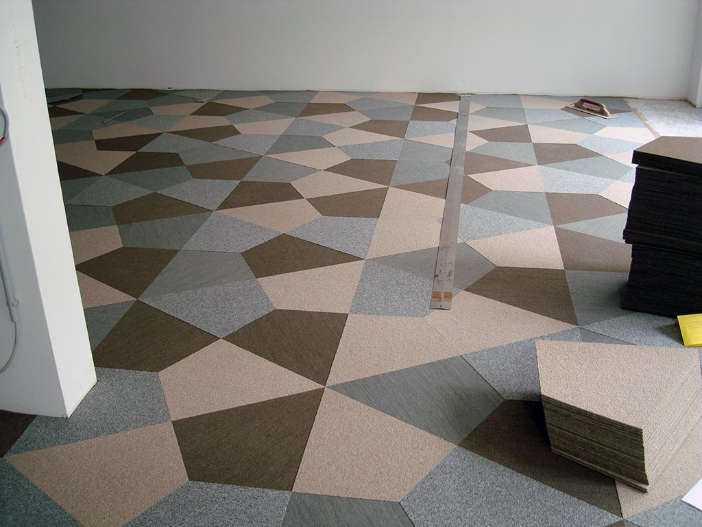 Teppichfliesenverlegung verlegen von teppichfliesen - Teppichfliesen selbstklebend verlegen ...