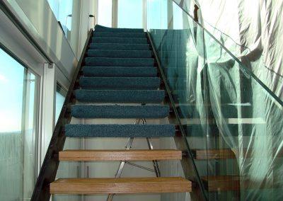Freitragende Treppen mit Teppichstufen