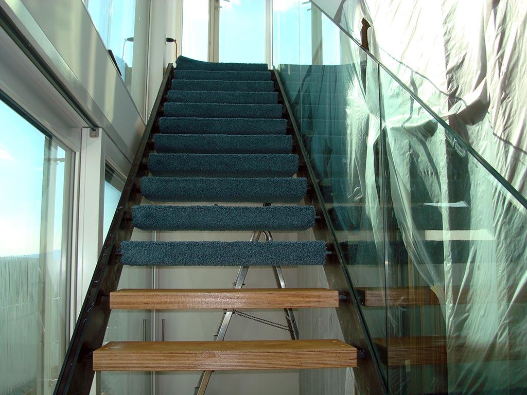 Bildergalerie - Freitragende Treppen mit Teppichstufen