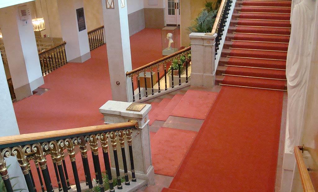 Teppichtreppen - Stufen aus Teppichboden